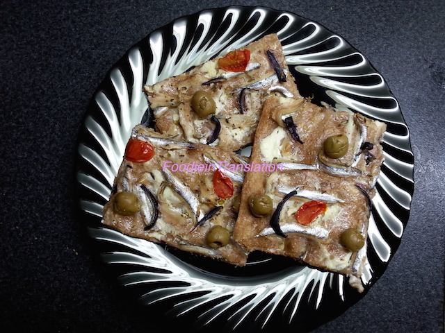 Pizza con acciughe fresche