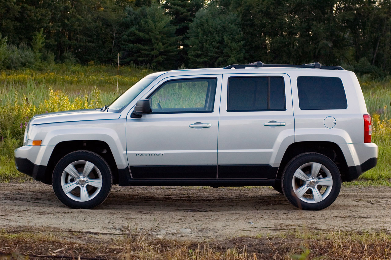 © Automotiveblogz: 2012 Jeep Patriot: Review Photos