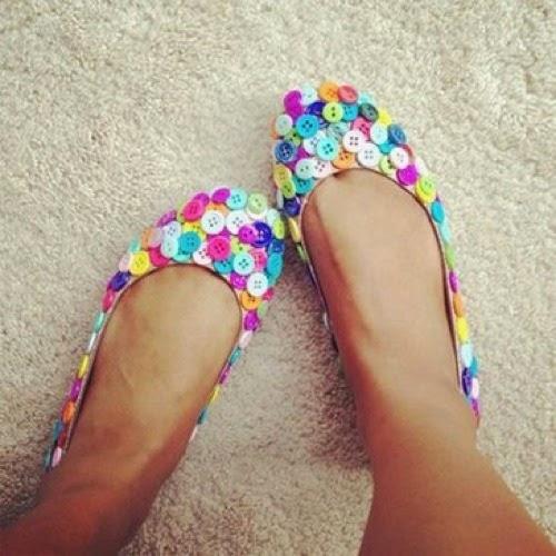 Zapatos con botones reciclados