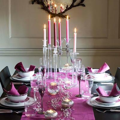 centro de mesa decorado en púrpura