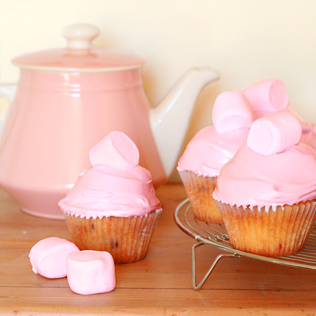 Cakes_in_the_city_cranberry_&_marshmallow_cupcakes2