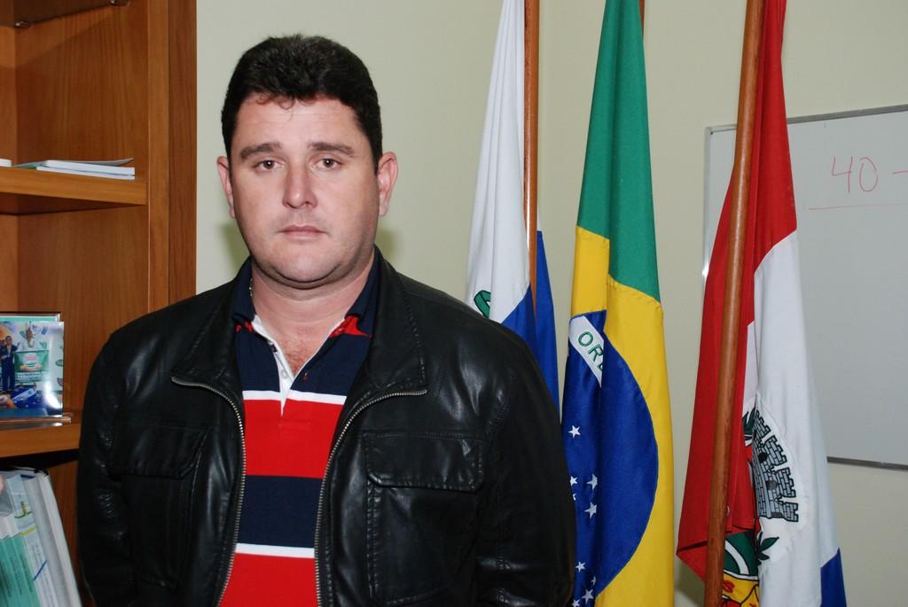 """Satisfeito, o  prefeito Arlei comenta """"Depois de mais de duas décadas, Teresópolis finalmente está vendo a reforma do centro administrativo acontecer"""""""
