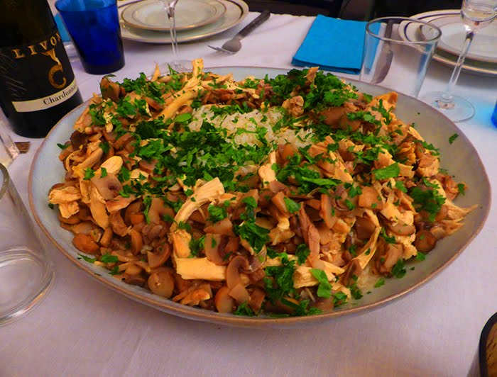 Suprême di pollo con riso pilaf.
