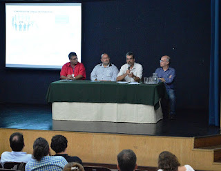Na mesa de abertura da consulta pública: Alexandre Becker, do Inea; prefeito Márcio Catão, João Batista Dias, da SEA, e Paulo Leite, do Comitê de Bacias Piabanha