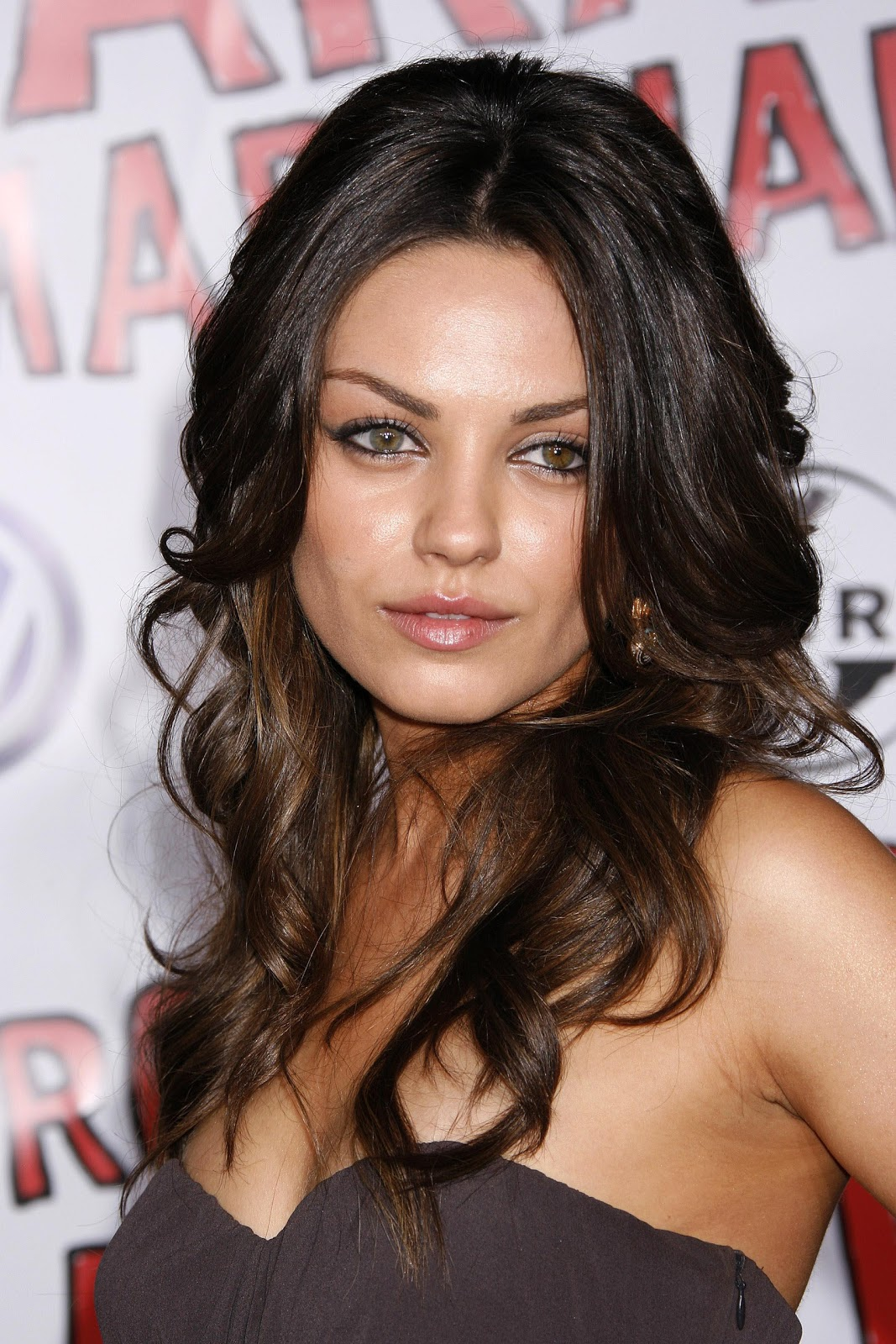 Mila kunis Wallpaper 6 With 1067 x 1600 Resolution ( 413kB )