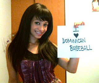 Dominican women fan of Dominican baseball