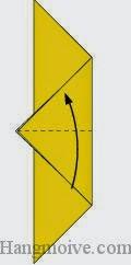 Bước 4: Gấp tờ giấy lại theo chiều từ dưới lên trên.