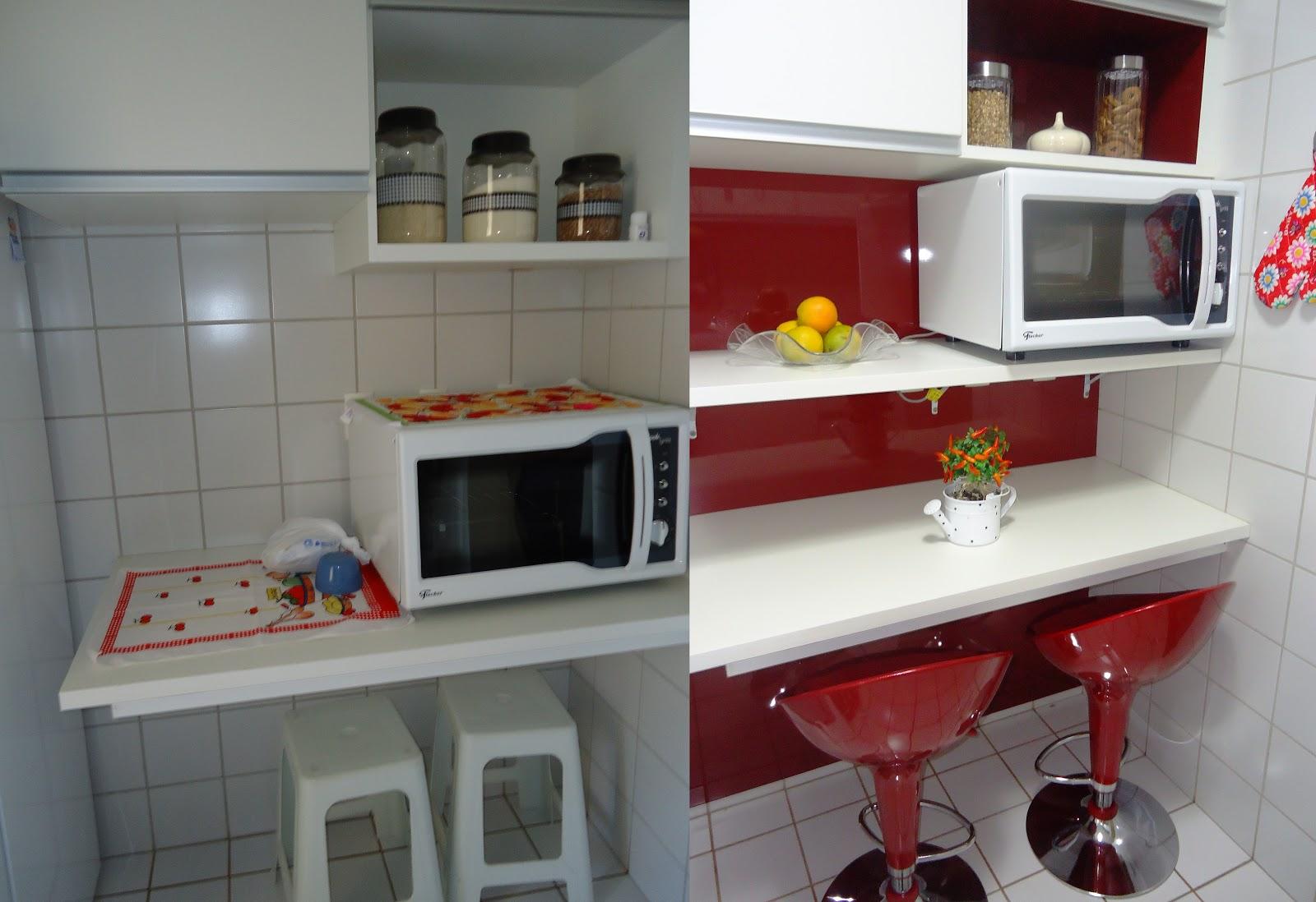 Cozinha: recebeu fórmica brilhante vermelha e banquetas na mesma cor #6C2423 1600 1098