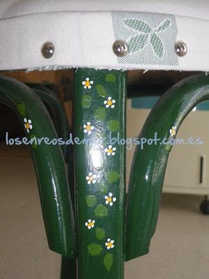 Detalle de silla decorada con pintura