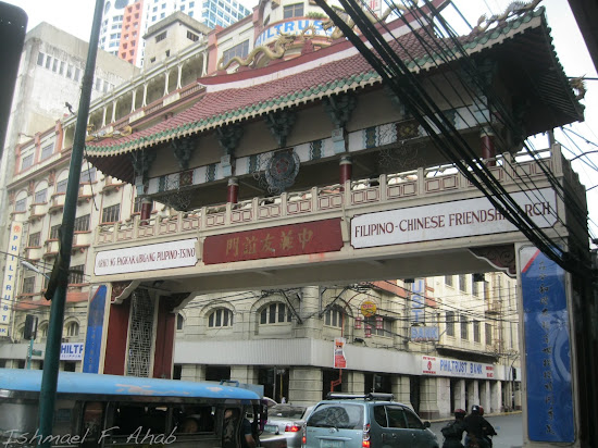 Chinese - Filipino friendship arch along Quintin Paredes Street.