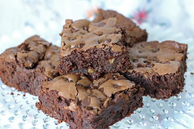 ... gooiest chocolatiest fudgiest brownies you can make the brownies