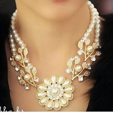 Collar de Perlas y Piedras de Imitación