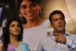 Ready Movie Wallpapers, Salman Khan & Asin Ready Wallpaper, Pictures, Photo, Images
