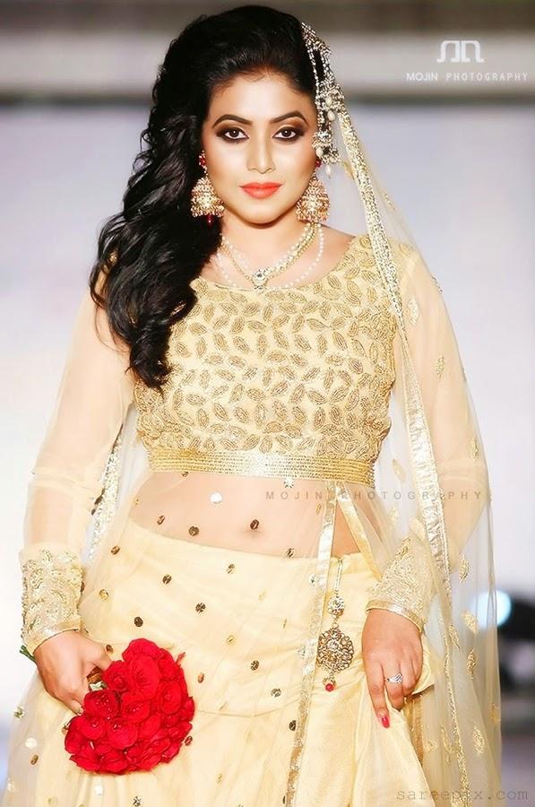 Shamna-kasim-Gold-color-bridal-lehenga