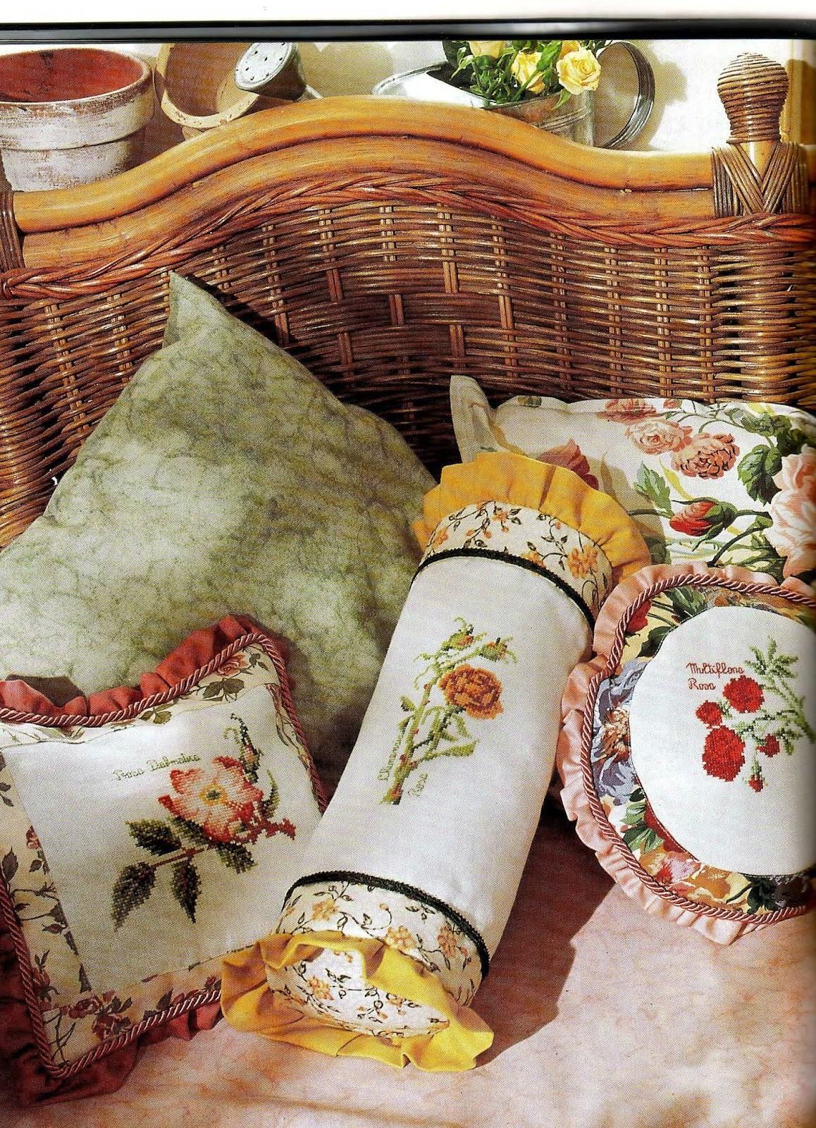Вышивка в интерьере подушки