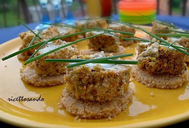 Cheesecake mignon alle erbe con granella di pistacchio