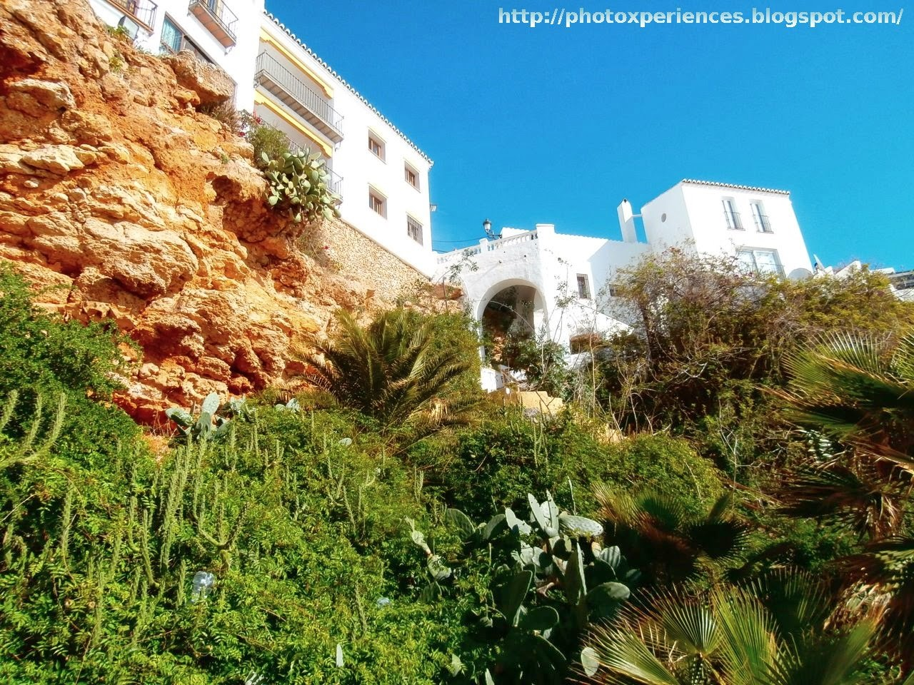 Cliffs and beach of Carabeo in Nerja. Acantilados y playa de Carabeo en Nerja.