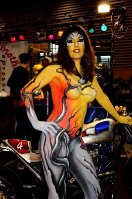 Mulheres com corpo pintado de moto, gostosa com corpo pintado na moto, babes on bike with body paint, Women on bike with body paint, sexy on bike, sexy on motorcycle, babes on bike