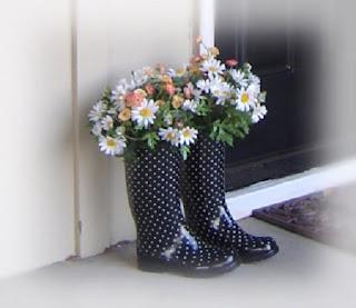 Floreros con Botas de Lluvia Reutilizadas, Ideas Ecoresponsables de Decoracion