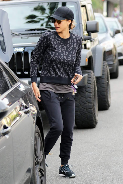 Actress, Model, @ Jessica Alba - shopping at Whole Foods in Los Angeles
