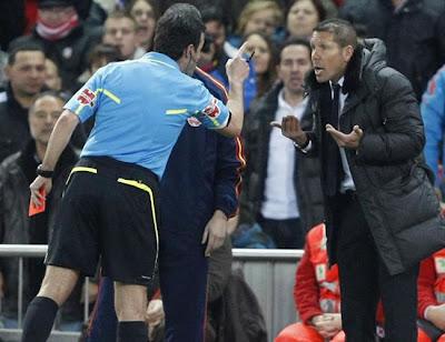 """Simeone: """"Si tocan a Messi y Ronaldo es falta, y si es Falcao no"""""""