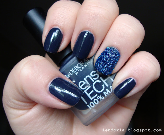 kavijar manikura tamno plava
