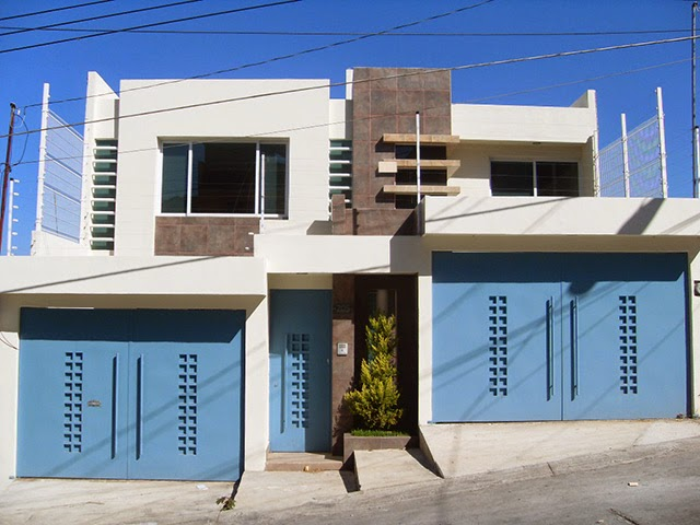 Casa con fachada contemporánea y doble cochera independiente