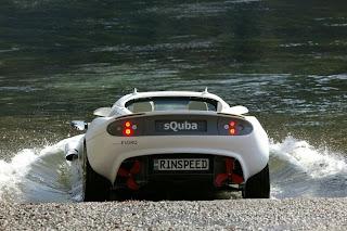 sQuba mobil pertama berenang dalam air