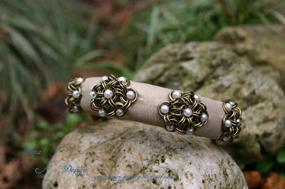 Japanse 12-in-2 flowers chainmaille leather bangle with beads made by Gunadesign