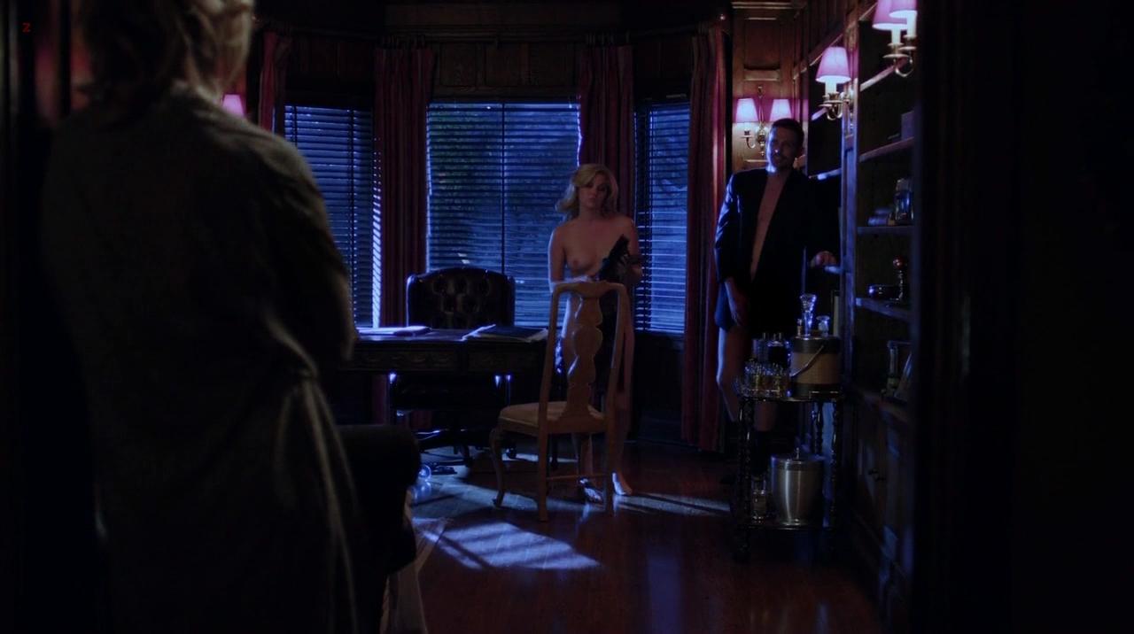 Nikki Griffin Femme Fatales sexy Szene