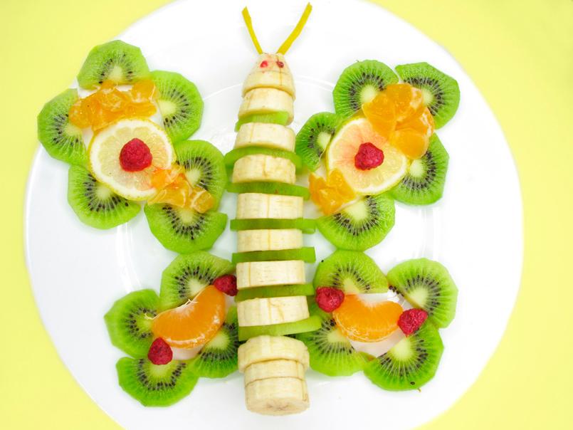 Presentación original de la fruta en el plato