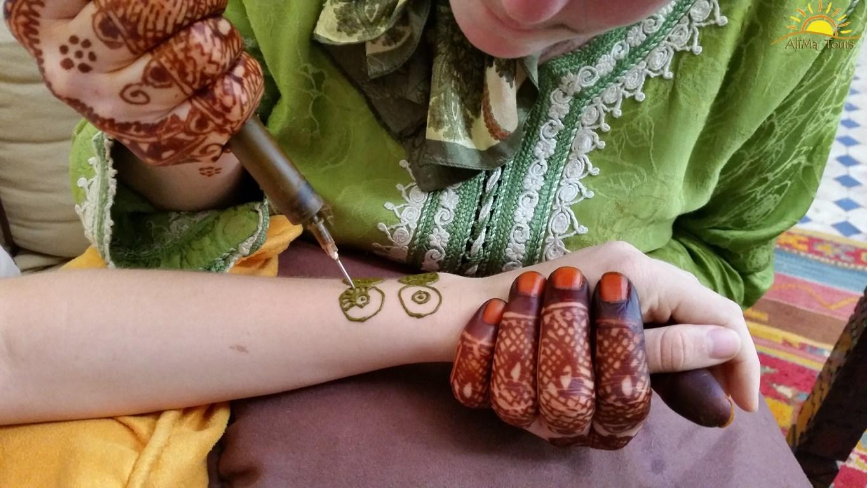 Descubriendo Marruecos Con Alima Tours Tatuajes De Henna En Marruecos
