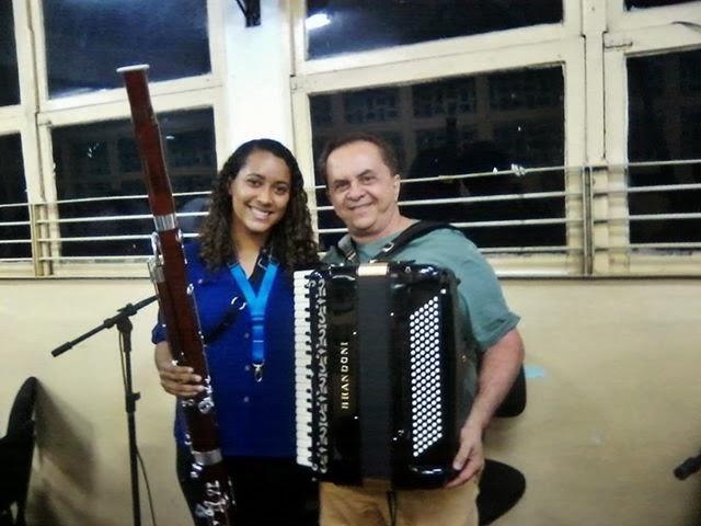 Bruna e o Músico Flávio José em um Conserto em Patos PB