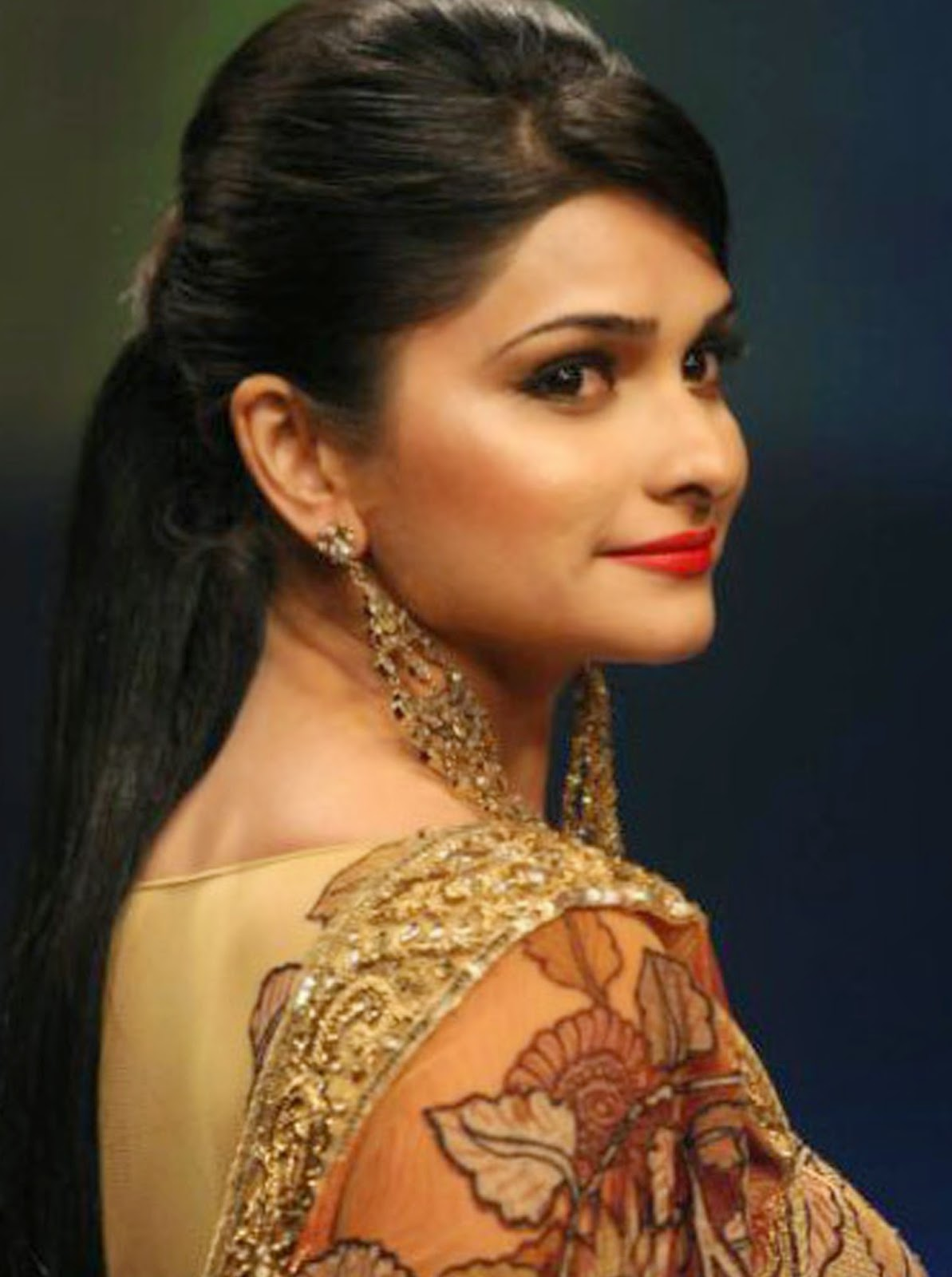 amasing hd wallpaper: prachi desai sweet girl hd images