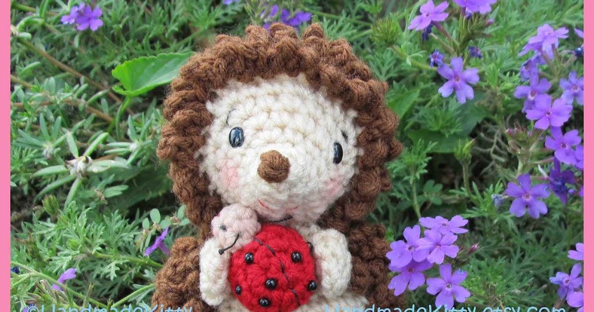 Onigiri Couple Amigurumi Free Crochet Pattern : HandmadeKitty: Hedgehog with Little Friend Ladybug ...