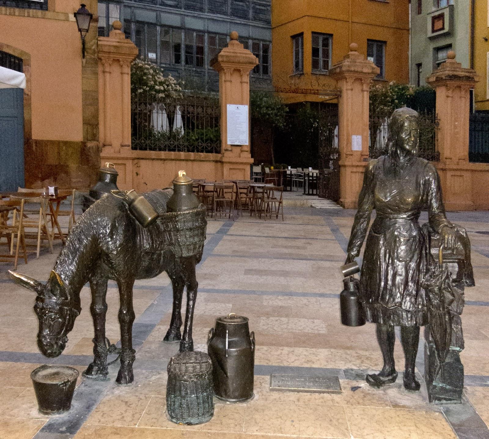 Escultura La Lechera Trascorrales