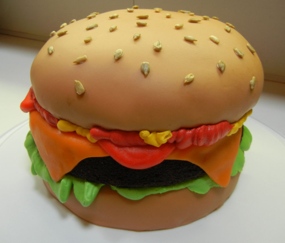 Ve always wanted to make a cake that looked like a hamburger who