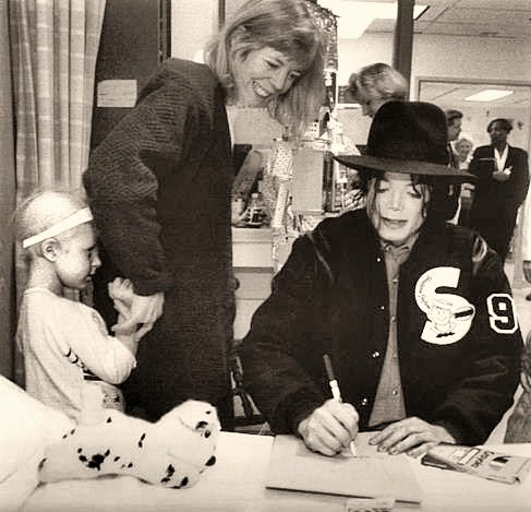 Foto di Michael e i bambini - Pagina 21 Michael+jackson+visitando+crian%25C3%25A7as+hospital+washington+%25284%2529