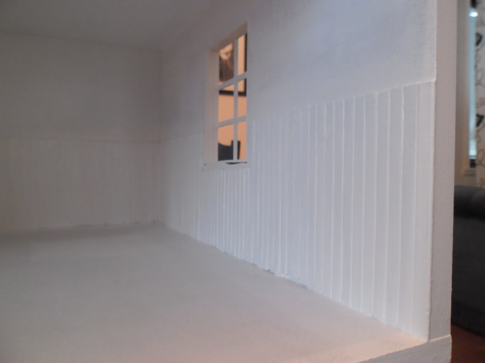 Mala Panel I Koket :  Jag har satt panel och molat den vit Tapetserat och lagt ett golv