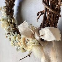 Couronnes fleuries en vente chez By Claire à Arcachon.