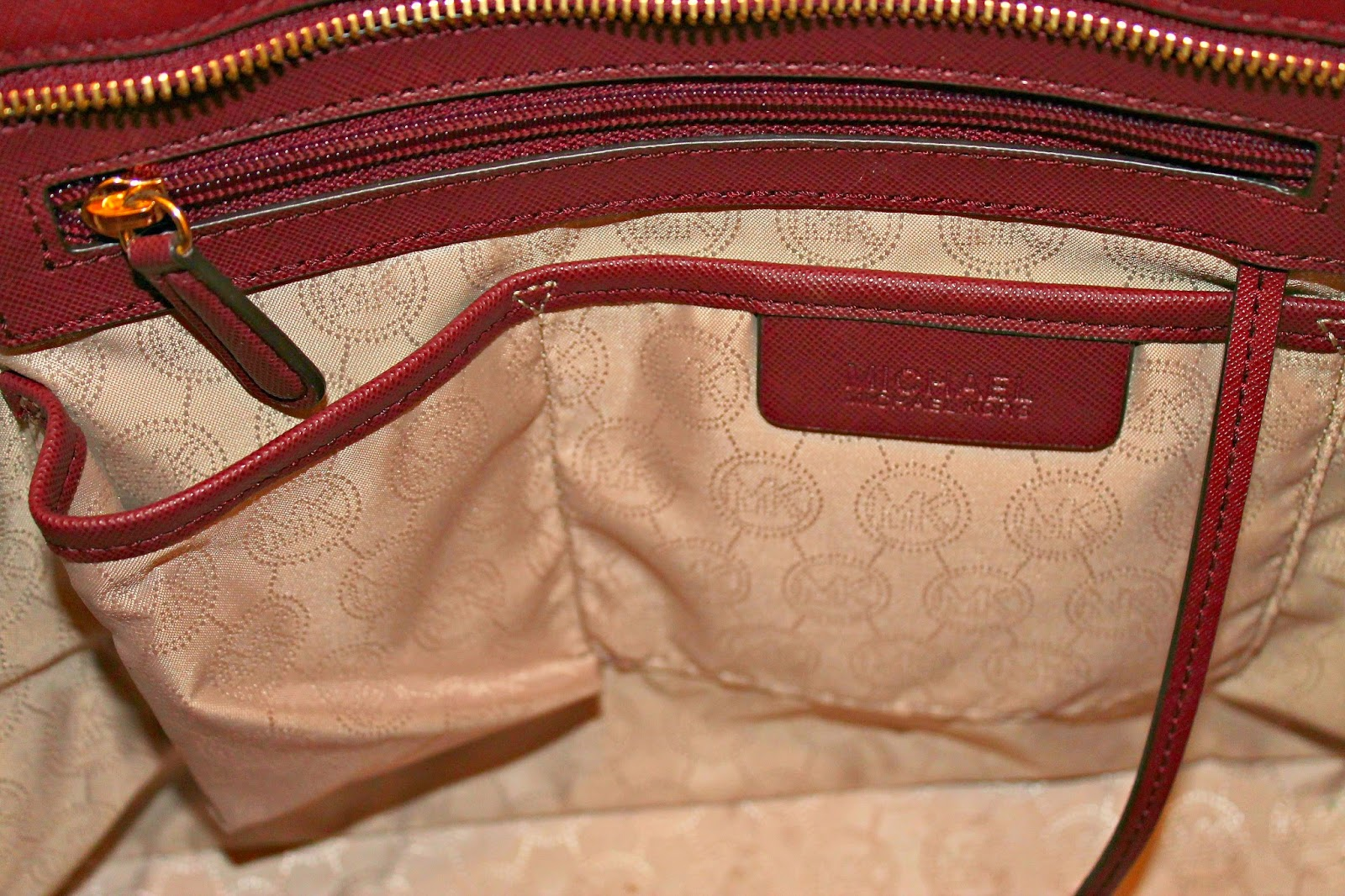 a9700eb79f0c Buy michael kors jet set top zip tote review   OFF67% Discounted