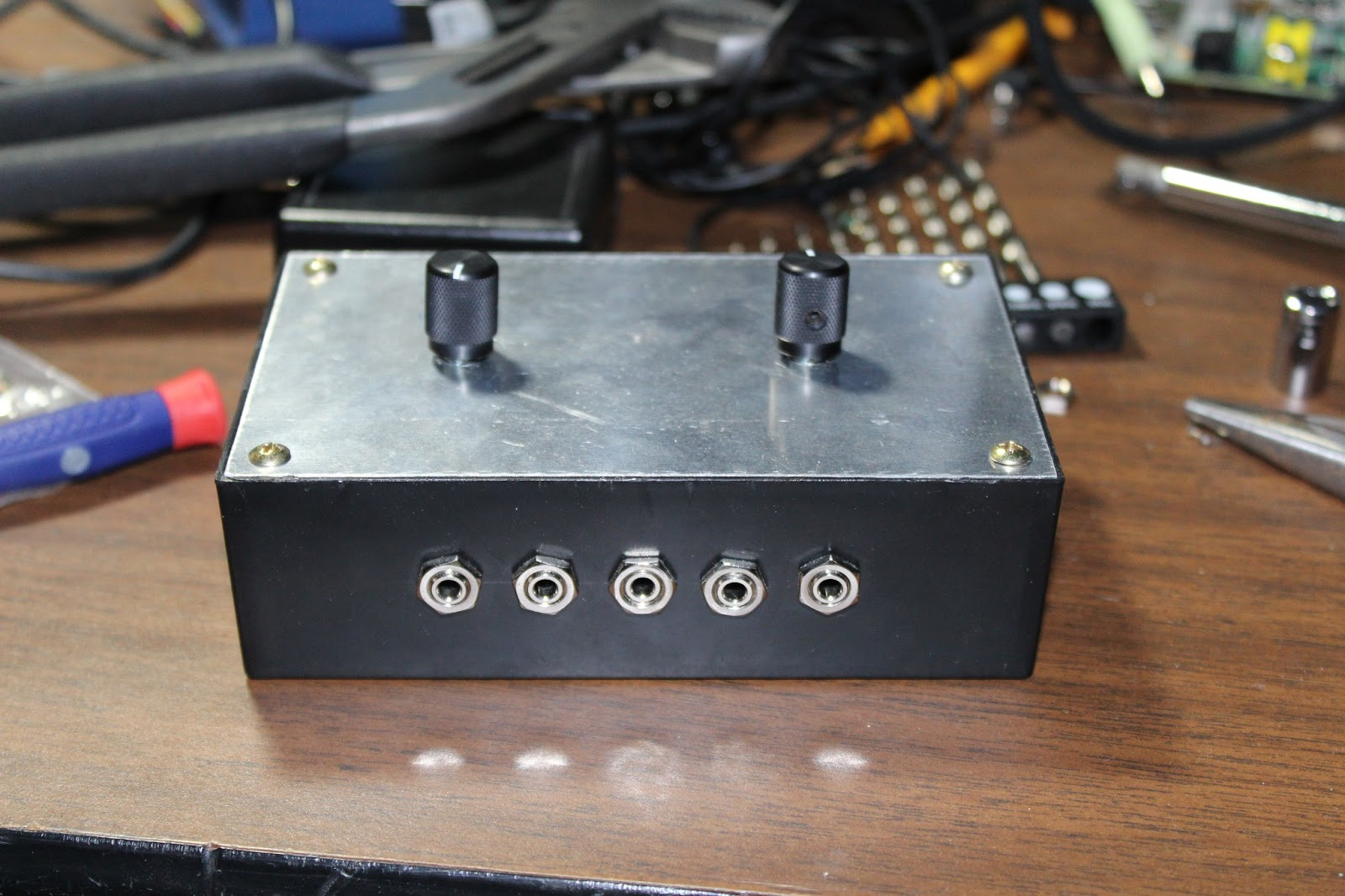 Audio Input Box : Winslomb mm audio input output switch box