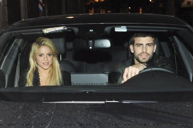 Shakira pique de la mano