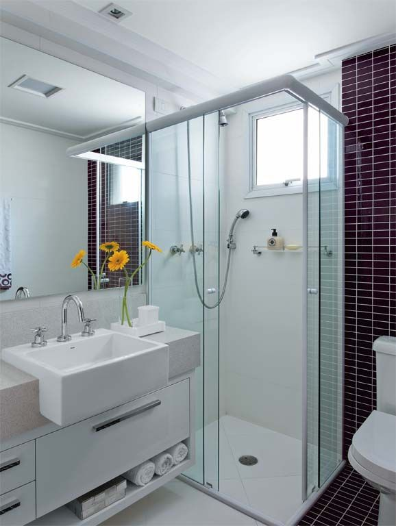 Flores e plantas no banheiro ou lavabo  Jeito de Casa  Blog de Decoração -> Banheiro Decorado Com Prateleiras De Vidro