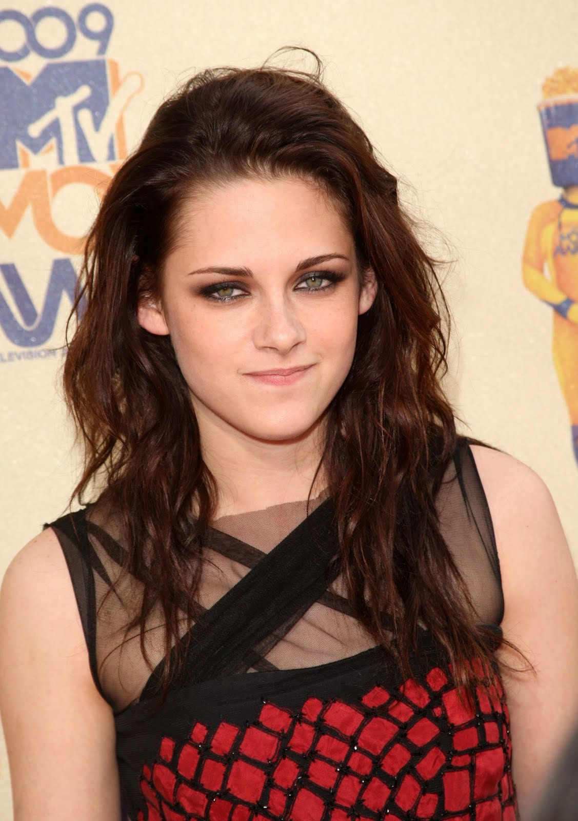 http://2.bp.blogspot.com/-foQoeylBr9s/TdhCz4v9rsI/AAAAAAAAACk/mV6Jr11u8gQ/s1600/287_67087_Celebutopia-Kristen_Stewart_arrives_at_the_2009_MTV_Movie_Awards-04_122_1158lo.jpg