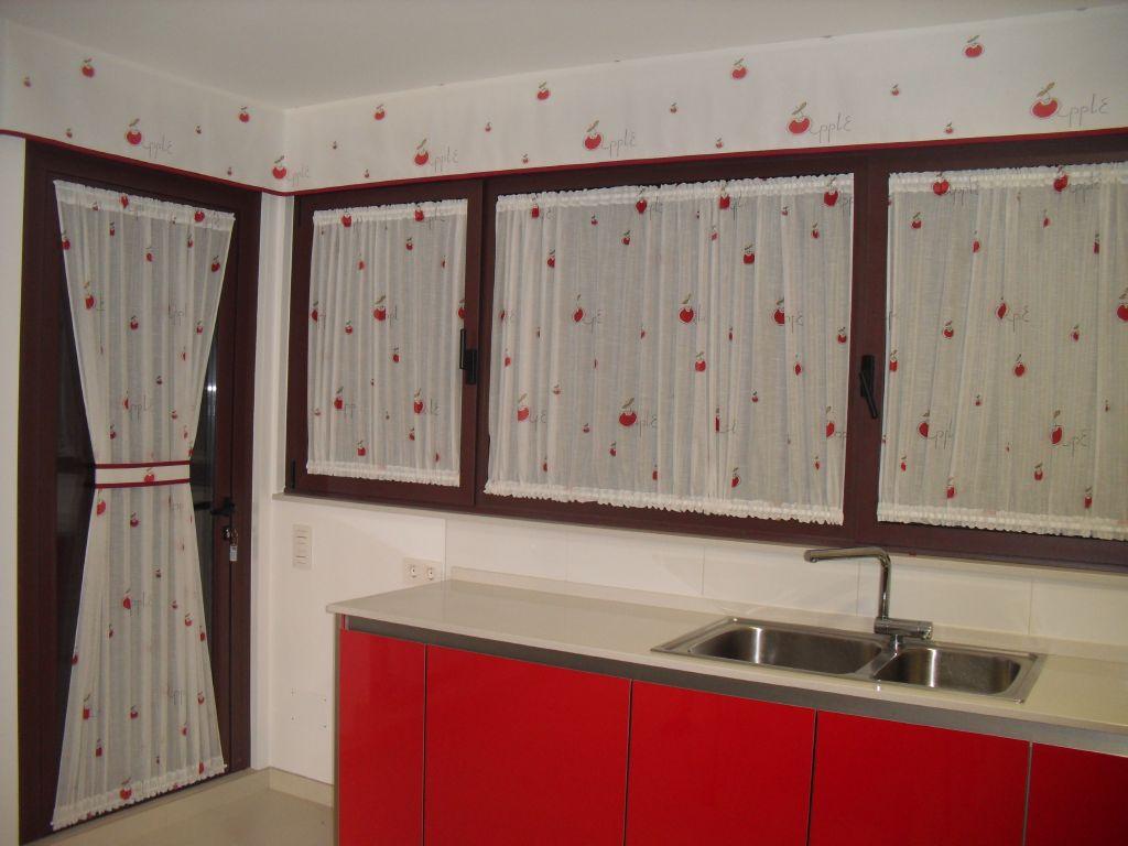 Decoracion del hogar en ventana oscilobatiente for Visillos cocina