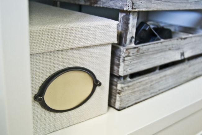 palets cajas almacenaje estanteria blanca