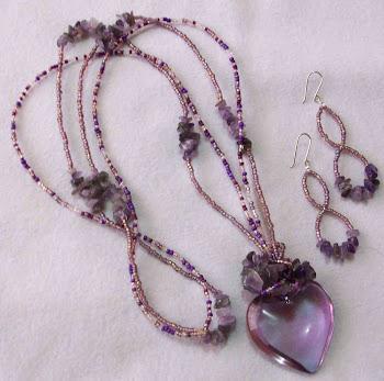 Collar corazón lila cristal con amatistas, mostacillas y aretes con broche de plata 950  Cod 2471