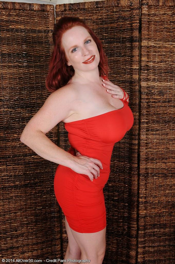 Queensized Beauties 2: Red Vixen