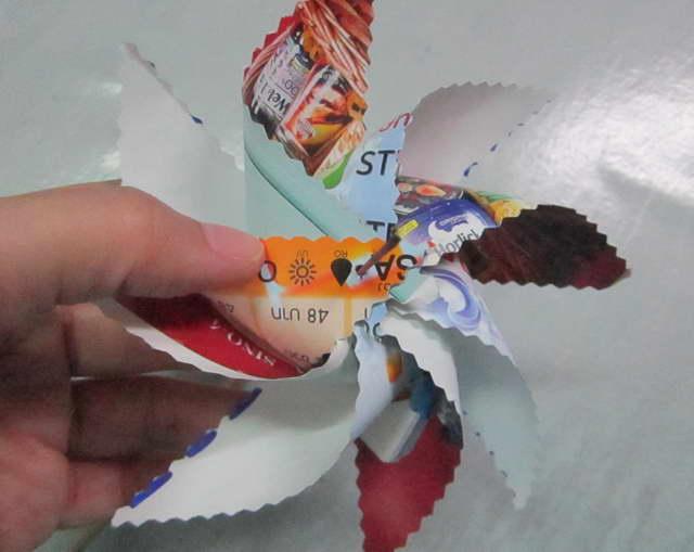 エイトブレイド風車再利用紙材料のおもちゃ  여덟 블레이드 바람개비 재활용 종이 소재 장난감 아이 공예  Huit Lame Pinwheel réutilisation des matériaux de papier jouet enfant artisanat    八刃风车回用造纸原料的玩具的孩子工艺  Eight Blade Pinwheel  กังหันเด็กเล่น ทำง่าย 8 แฉก สองชั้น ของเล่นทำเอง ของเล่นจากเศษวัสดุใช้แล้ว